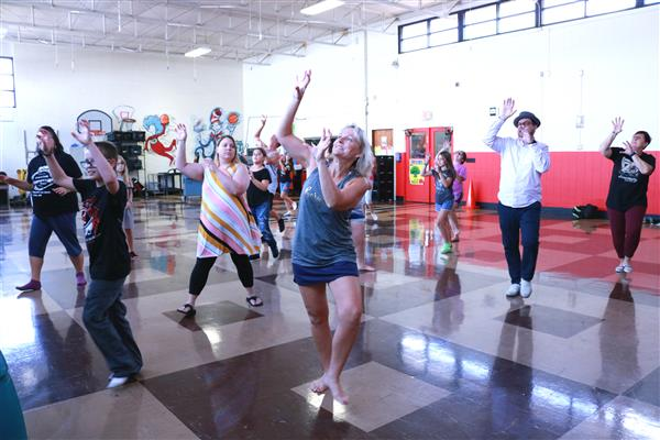 "Robberson students, parents, principal dance in ""Thriller"" club"